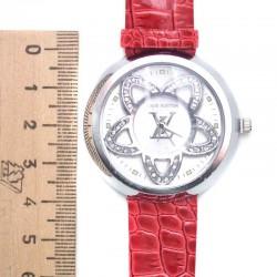Часы с красным ремнем сц II