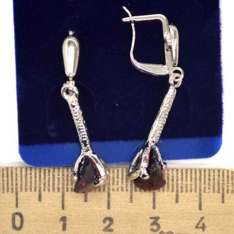 Серьги хх висячие с кристалом бордо в серебре М113