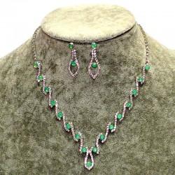 Колье и серьги матовый зеленый капли М108 в серебре